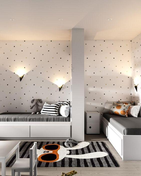 маленька дитяча кімната для двох дітей у сірому кольорі