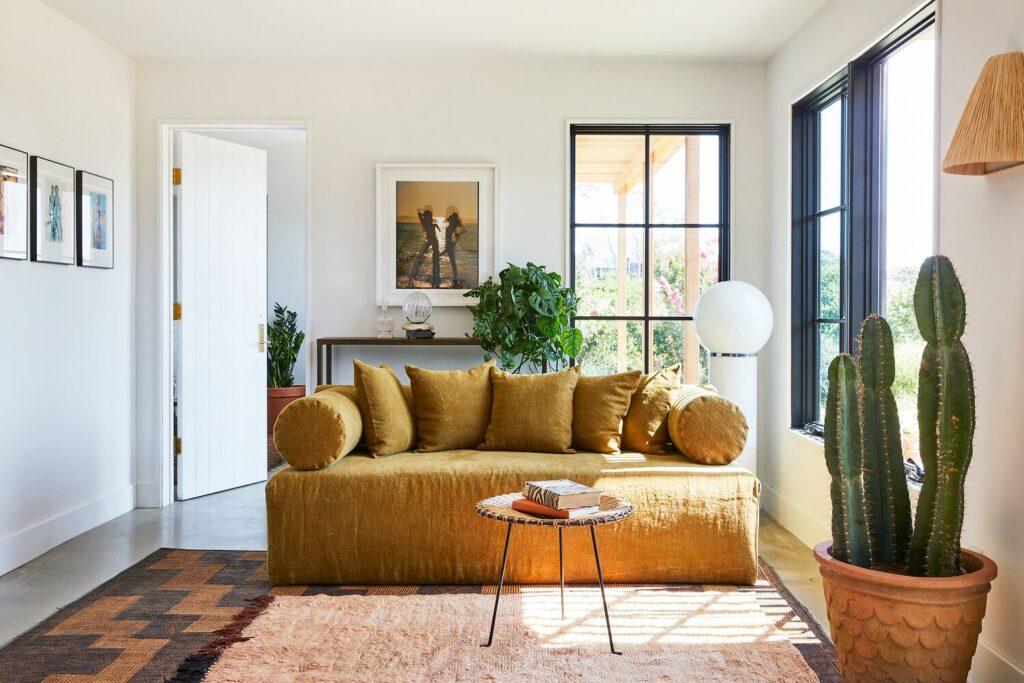 інтер'єр гостьової кімнати, як обрати диван, лайфхаки від дизайнера